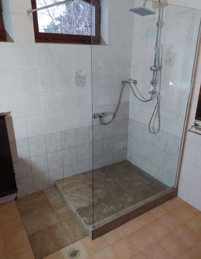 Fürdőszoba felújítás épített zuhanykabin burkolás
